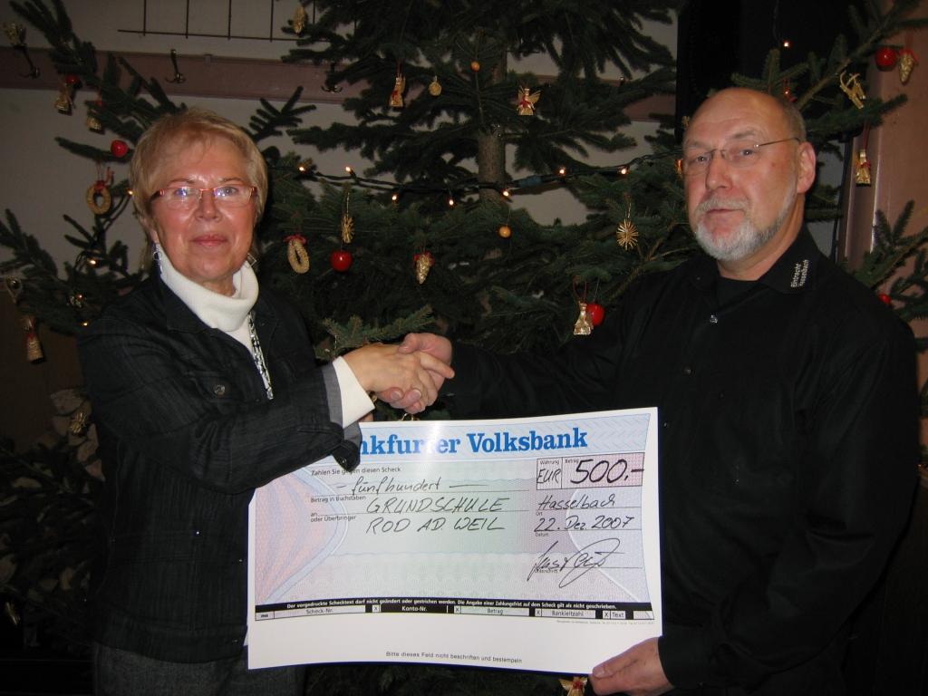 Spendenuebergabe an die Grundschule Rod a.d. Weil